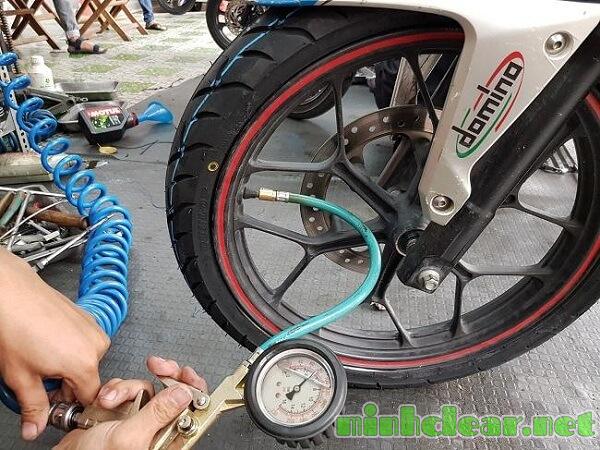Chú ý áp suất lốp xe